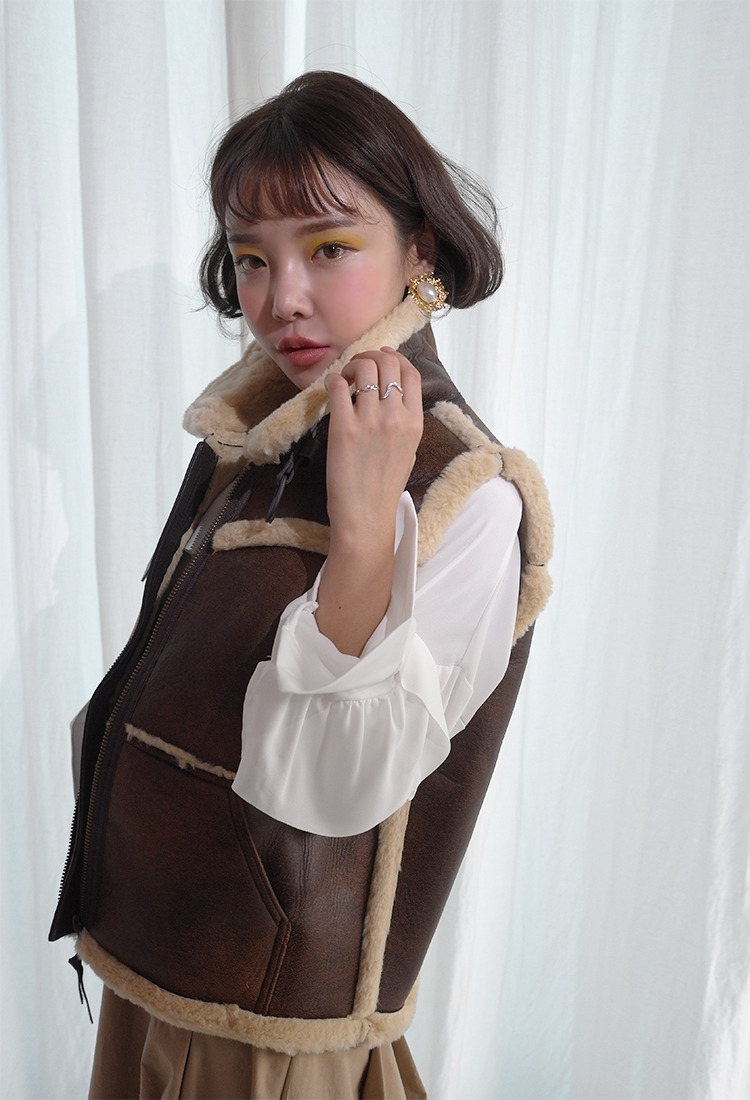 [Sold Out] 벨트하이넥 무스탕 vest/brown